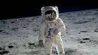 Apollo 04 Aldrin walks on moon.jpg